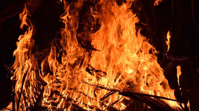 Ангары с макулатурой загорелись в Нижнем Новгороде