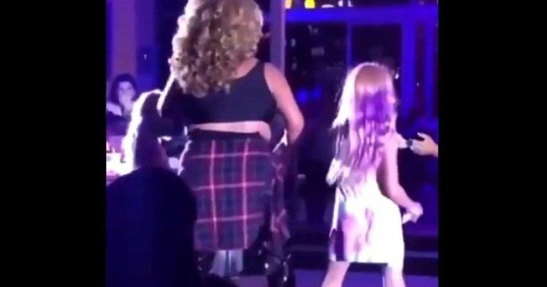 Отвратительное видео участия детей в драг-шоу
