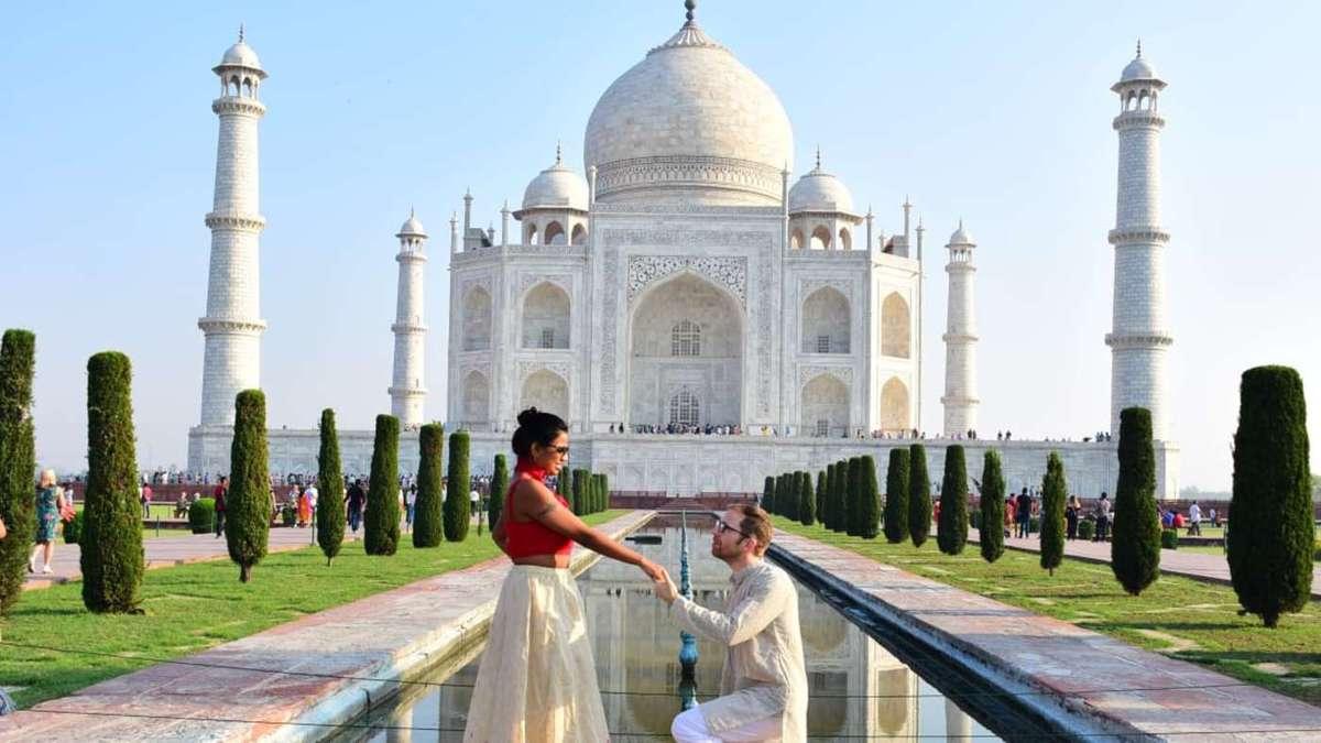 Аттила решил прилететь в Индию, что поддержать возлюбленную