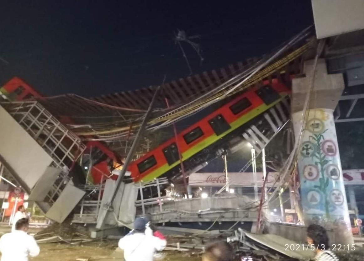 При крушении моста погибло не менее 15 человек