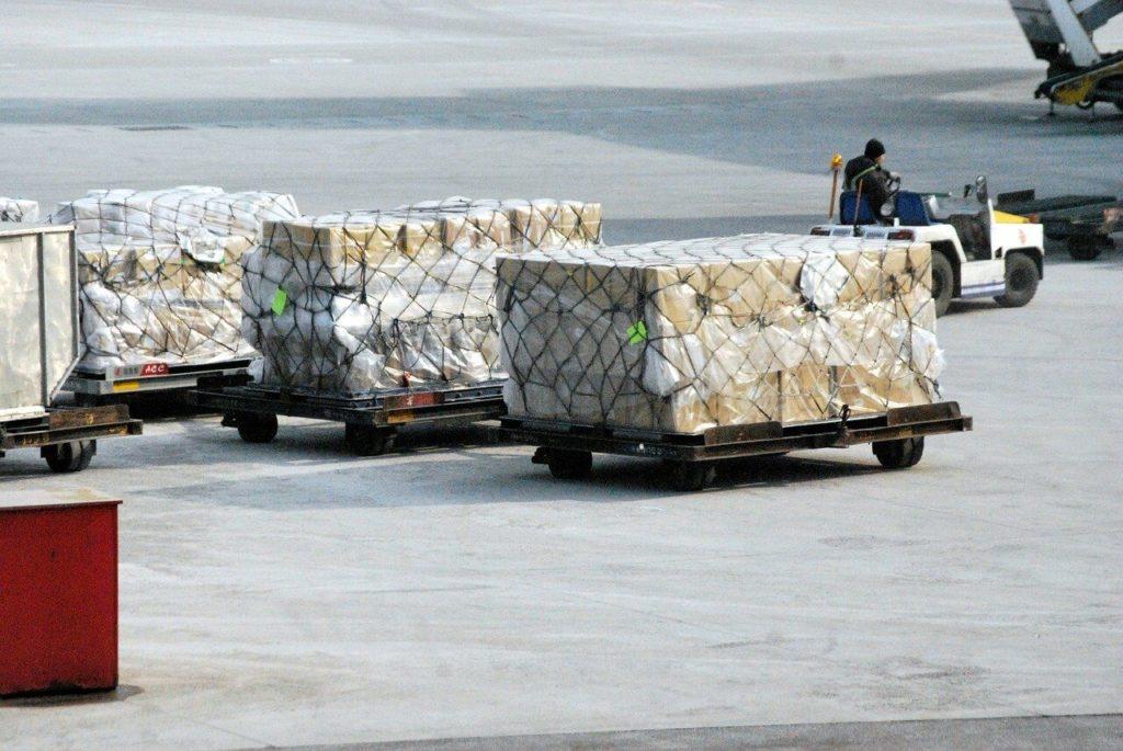 Развитие международного сотрудничества и торговых отношений. Авиаперевозки грузов по России