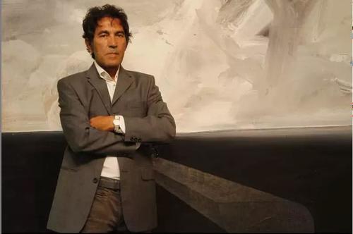 «Она создана из воздуха и духа»: итальянский художник продает невидимую скульптуру за 18 тысяч долларов