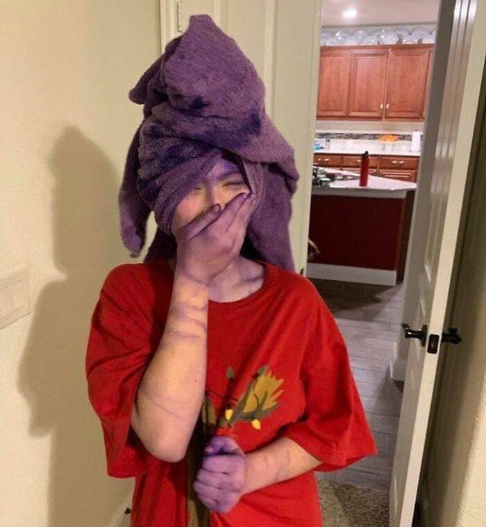 «Я отец года. Посоветовал дочке смыть краску под душем. Повторять не рекомендую».