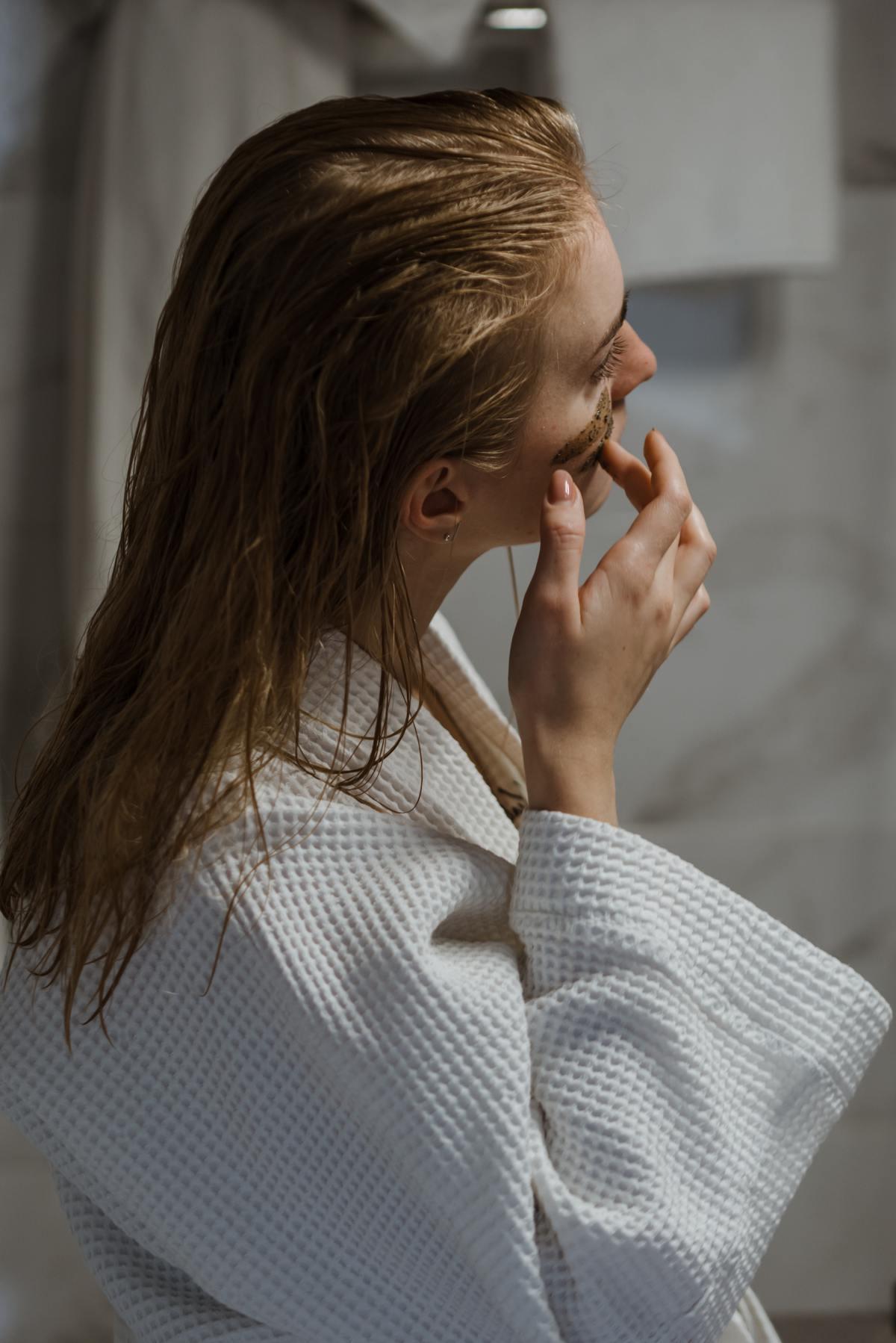 Отшелушивание кожи поможет избавить ее от грязи и омертвевших клеток