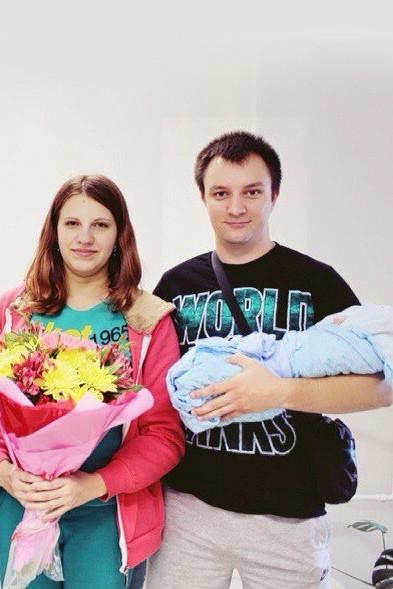 Как рассказывали соседи, Максим и Елена приехали в Москву на свадьбу родственников
