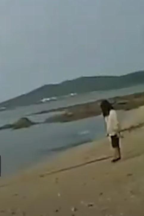 Девочка провела на острове два дня.
