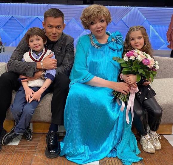 Стас очень гордится сыном, как и его знаменитая бабушка