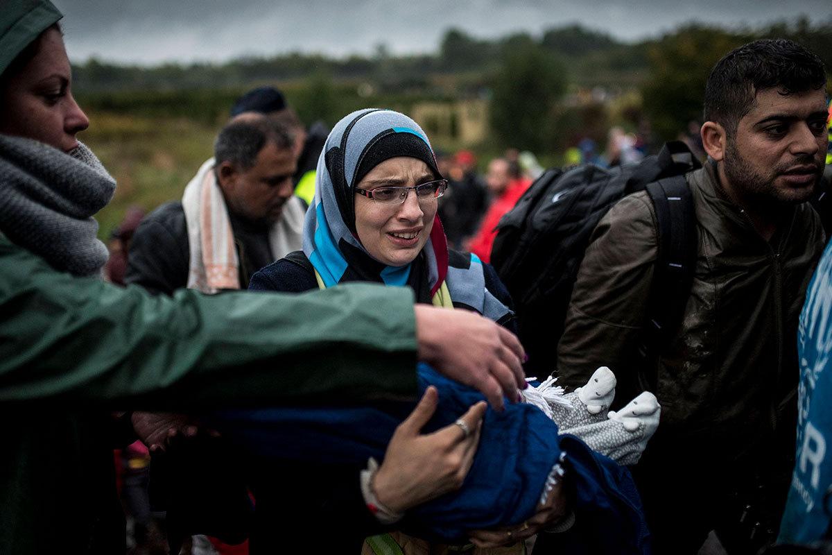 Нелегальные мигранты и беженцы на венгерско-хорватской границе