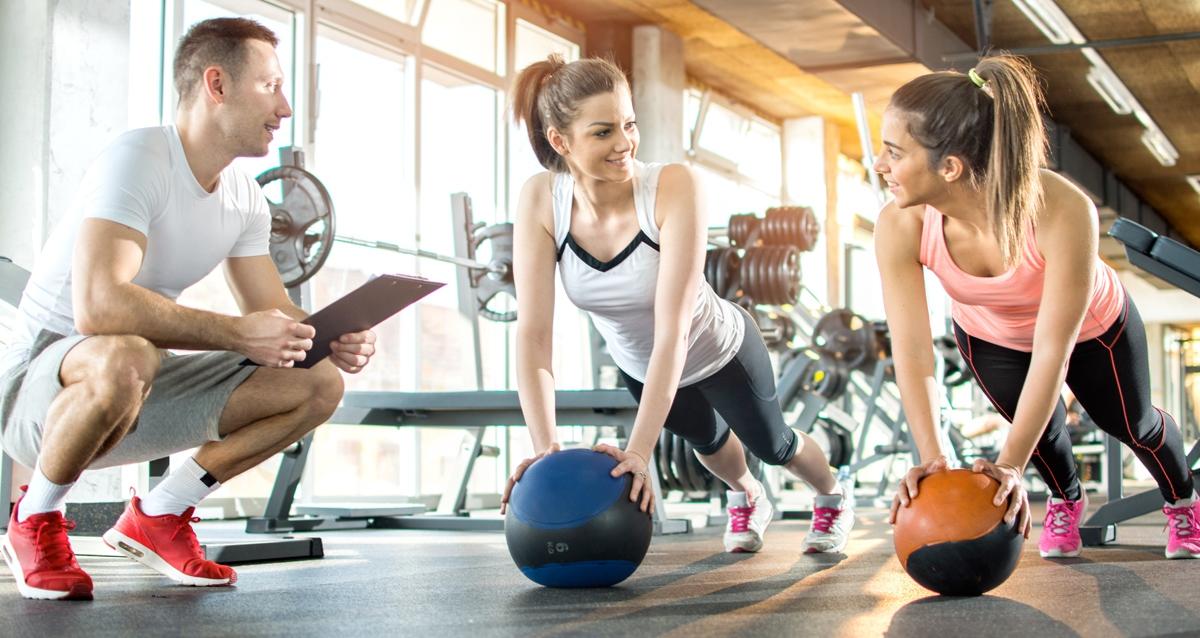 Разумным компромиссом могут быть спокойные виды физической активности, - например, йога.